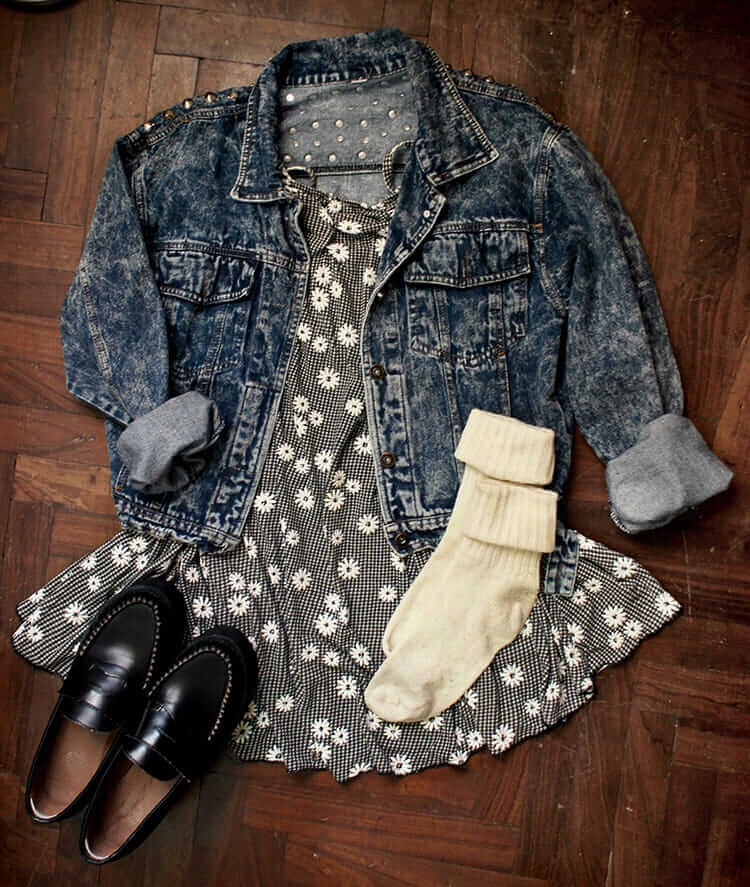 Grunge outfit idea nº10: Floral dress, black leather shoes, white chunky socks, dark denim jacket