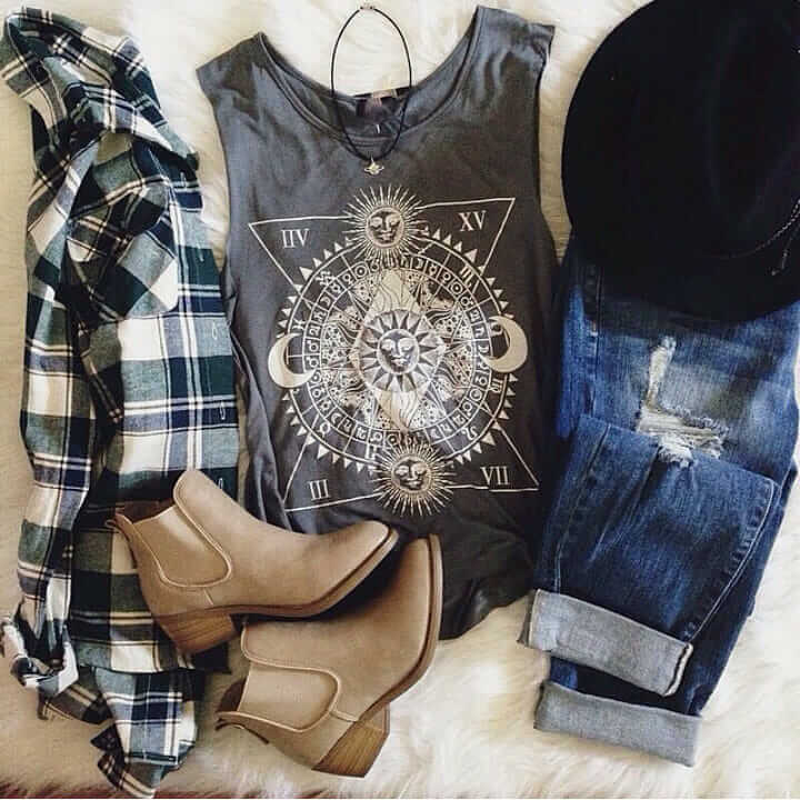 Grunge outfit idea nº14: Plaid shirt, ripped denim jeans, brimmed hat, vinyl T, and beige suede shoes