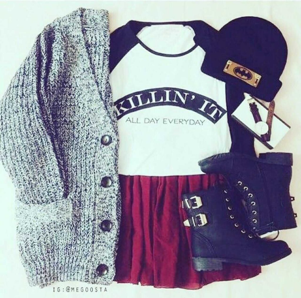 Grunge outfit idea nº20: Knitted cardigan sweater, black lace boots, crimson skirt, Varsity T, and a batman beanie