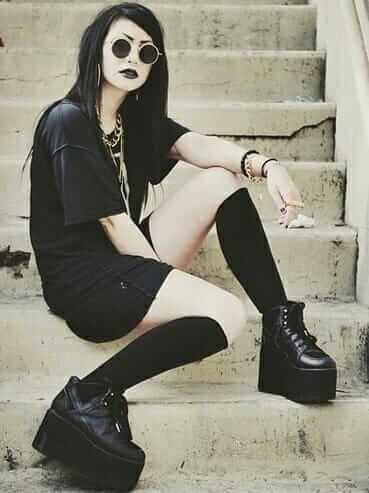 Nu-Goth Fashion Tip Nº1: Oversized Black Tee with Platform Shoes