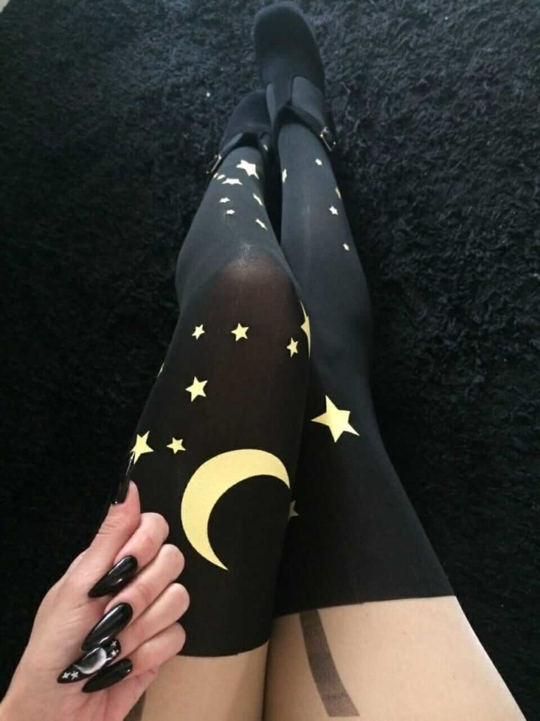 Nu-Goth Fashion Tip Nº15: Stiletto nails with Galaxy Sailor Moon Tights