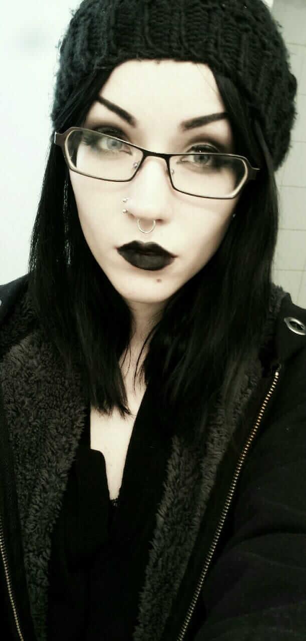 Nu Goth Fashion Tip Nº 21: Alt Girl wearing Black Beanie