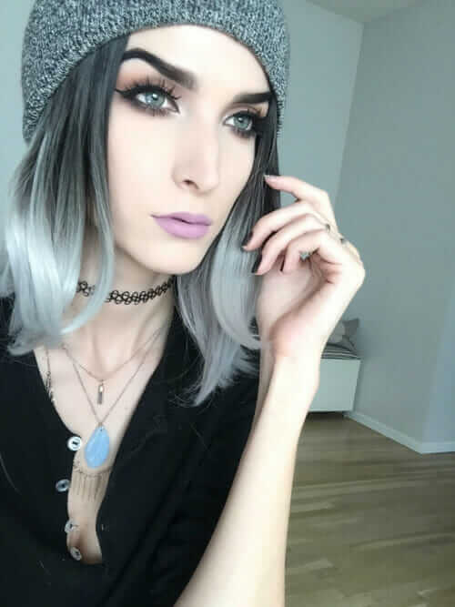 Grunge girl wearing a beanie with Pastel Lipstick