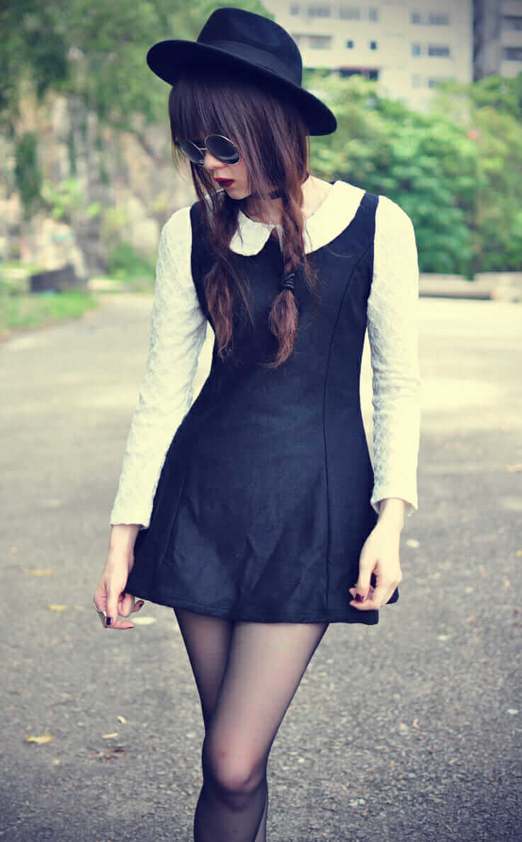 Woollen lapel neck dress with stockings