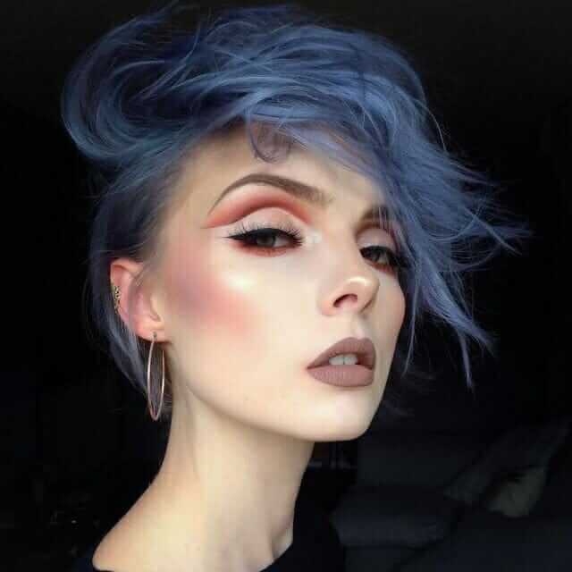 Blue dyed short hairstyle