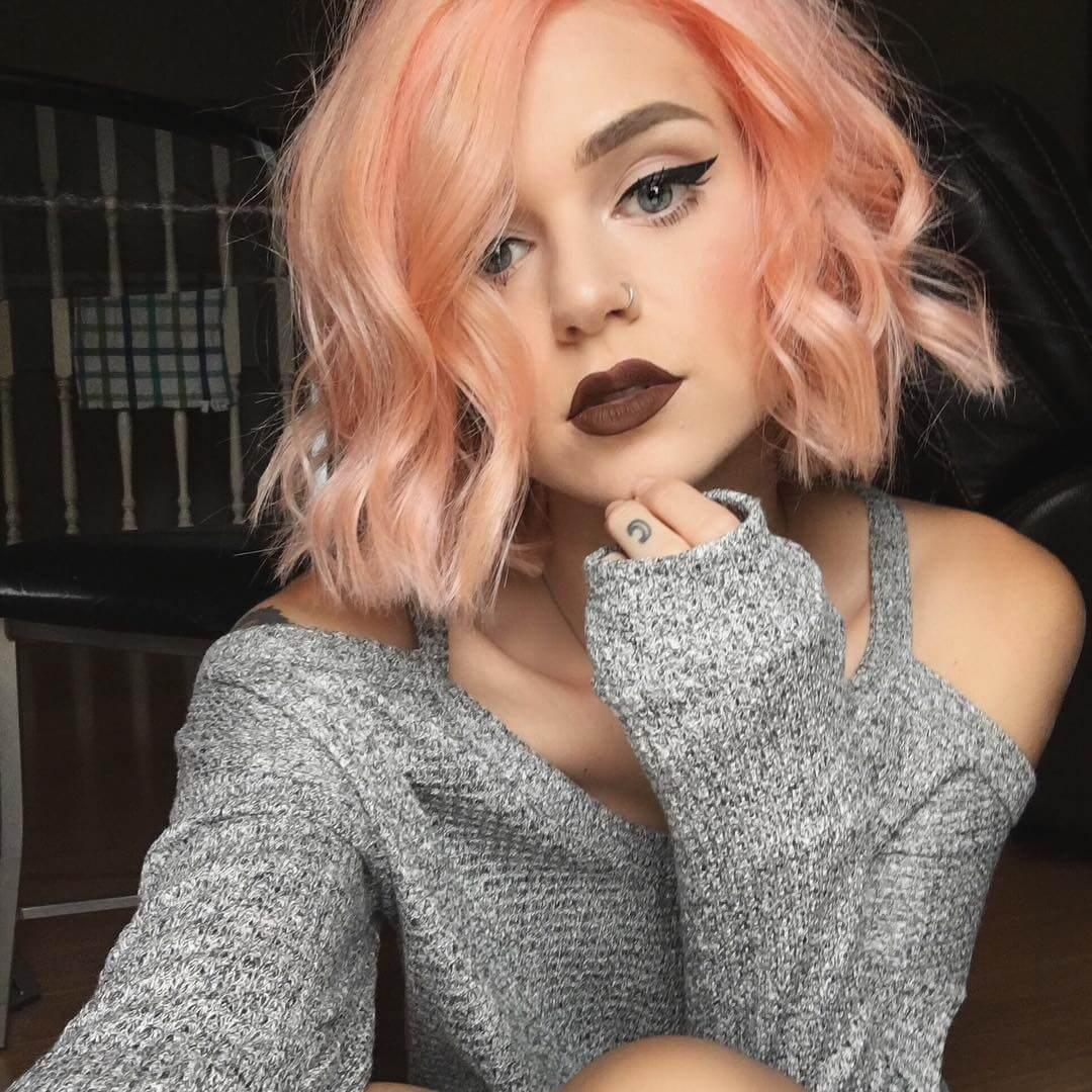 Peach dyed short hairstyle