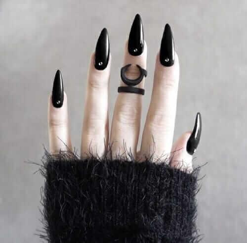 Black glossy vampire nails polish