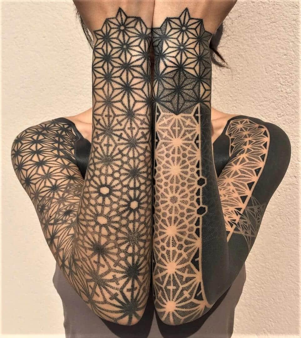 Geometric black & white sleeve tattoos patterns